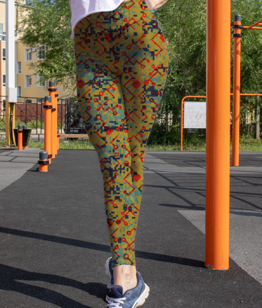 Camouflaged technology leggings front